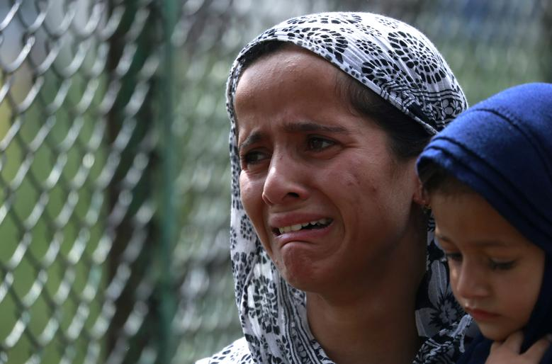 Amid Communication Blockade, Kashmiris Robbed of the Right to Mourn Their Dead