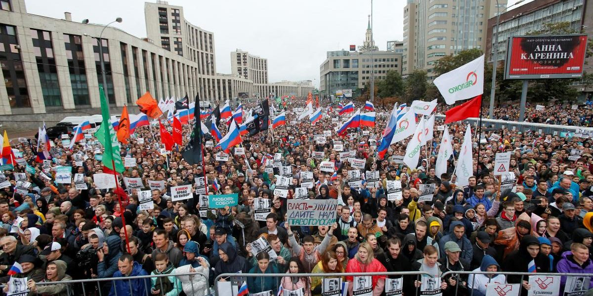 Young Russians Are Losing Trust in Putin's Regime, Many Thinking of Leaving Country