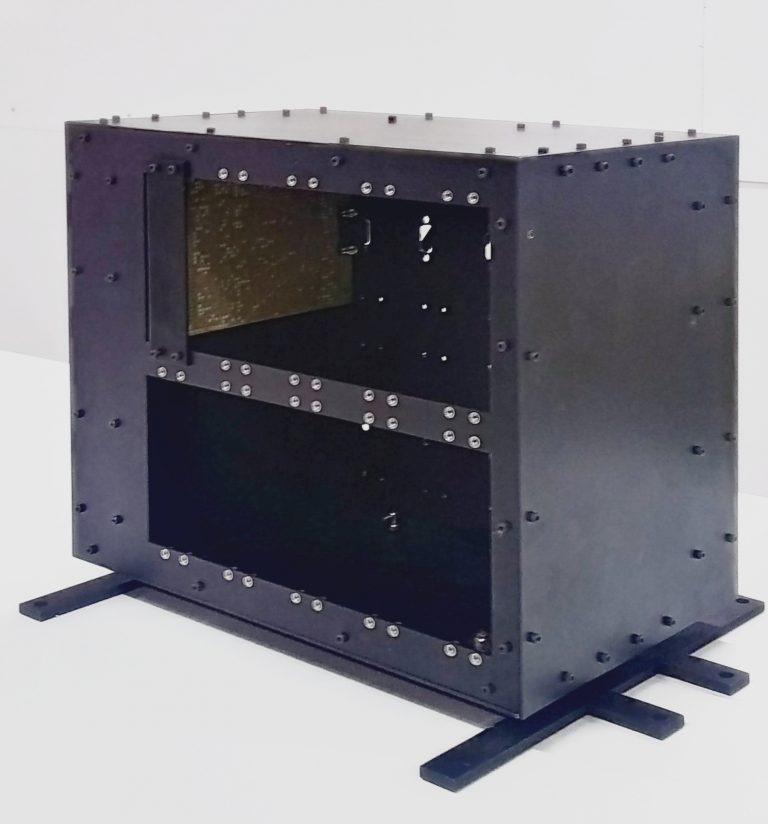 La grande boîte, a.k. le châssis SpaceShare. Photo: Satellize