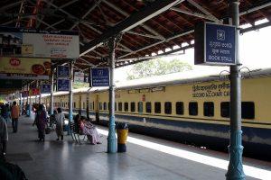 NITI Aayog Criticises Slow Railway Station Overhaul, Wants Bureaucrats to Take Over