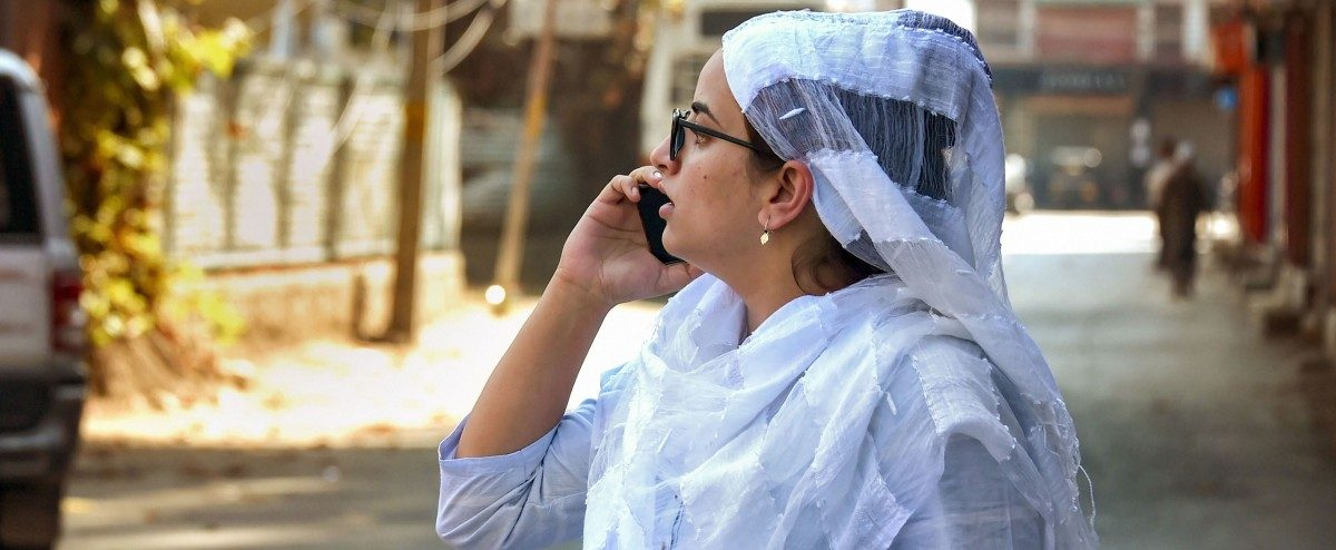 Some Kashmir Phones Ring, but the Buzz Remains Elusive