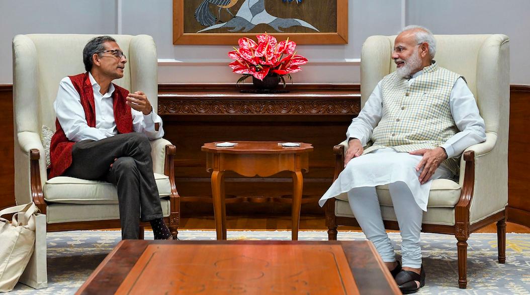 PM Meets Abhijit Banerjee, Cracks Joke on Media 'Trapping' Him Into Making Anti-Modi Remarks