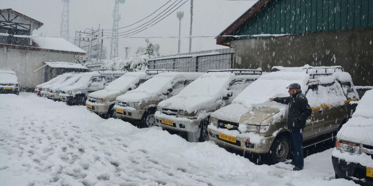 Season's First Snowfall Cuts off Kashmir Valley, Kills Three
