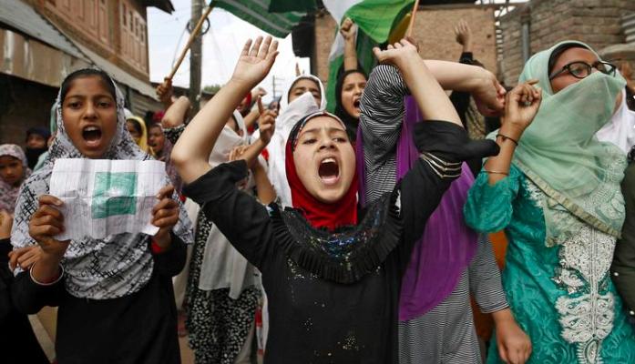 Kashmir's Women Entrepreneurs Watch Helplessly as the Social Media Ban Kills Their Businesses