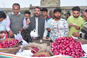 The Onion Price Rise is Linked to North Pakistan's Unusually Warm Weather