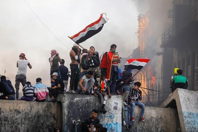 Iraq Protesters Burn Shrine Entrance in Holy City, PM Quitting 'Not Enough'