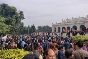 DU Teachers Gherao VC Office Against Principals' Decision to Hold Off Ad-Hoc Joinings