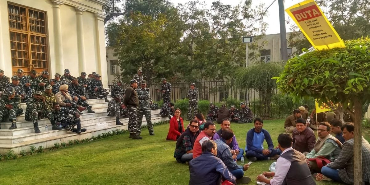 Protests Begin in Delhi University as Ad Hoc Teachers Demand Absorption