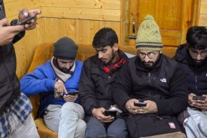 Kashmir: Without Internet, Students Struggle to Fill Forms for Entrance Exams