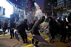 Hong Kong Police Arrest Hundreds in New Year's Day Protests