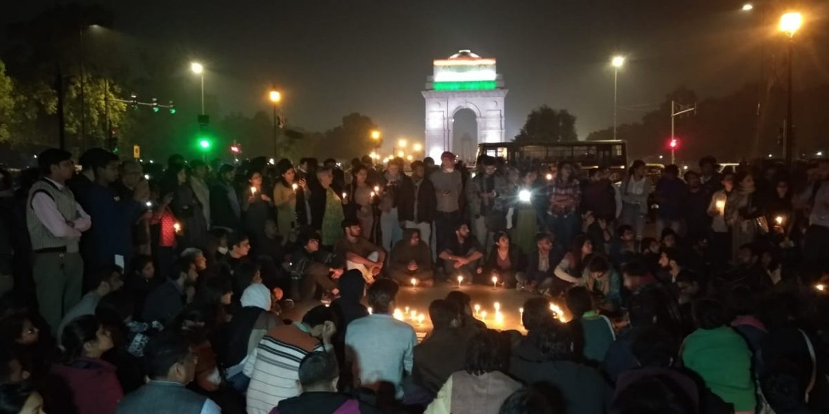 300 Delhiites Gather at India Gate, Mark Silent Protest Against Riots
