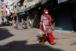 Thousands Confront Hunger in Delhi as Lockdown Leaves Daily Wage Workers Helpless