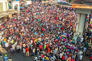 'Let us Go Home': No Sign of Relief in PM's Speech, Migrant Workers Take to Mumbai Streets