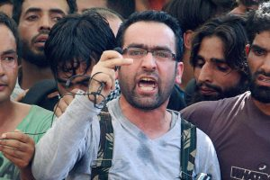 Civilian Killed in Protests as Kashmiris Try to Make Their Way to Riyaz Naikoo's Village