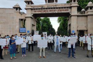 Earning Less Than Minimum Wage, Medical Interns Go on Strike Across UP