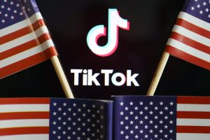 US Bans Downloads of TikTok, WeChat From Sunday