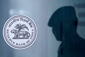 Despite Slowdown, RBI Chooses Not to Cut Interest Rates, But Allows One-Time Restructuring of Loans