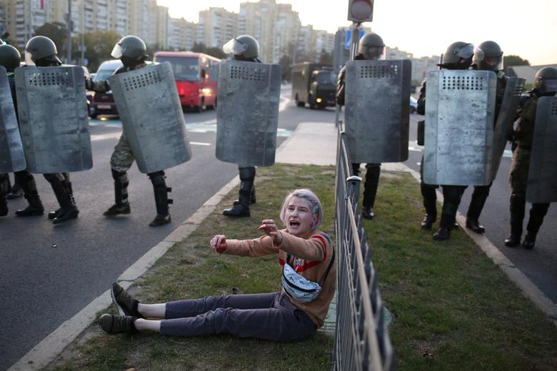 Belarus: Widespread Protests in Minsk After President Lukashenko Is Hastily Sworn In