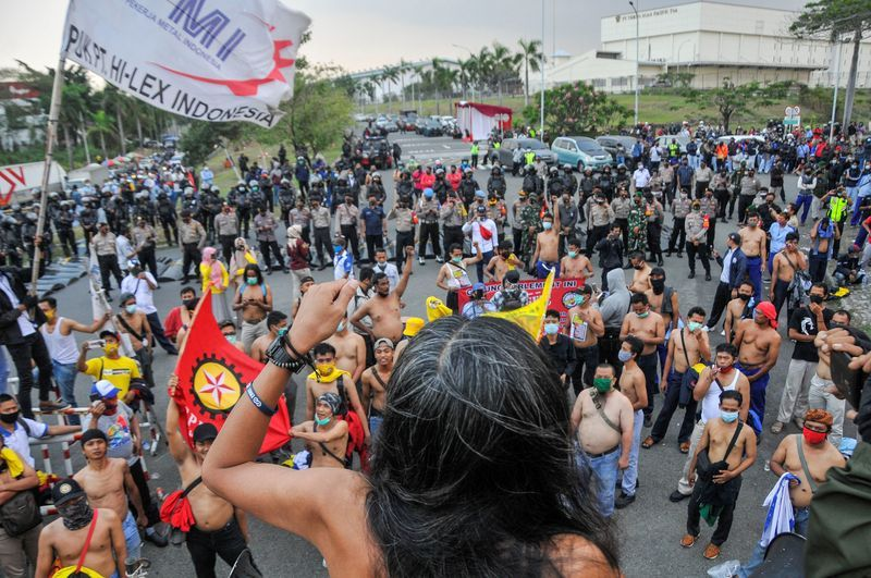 Indonesia: Police Fire Water Cannons at Protesters Rallying Against Jobs Law