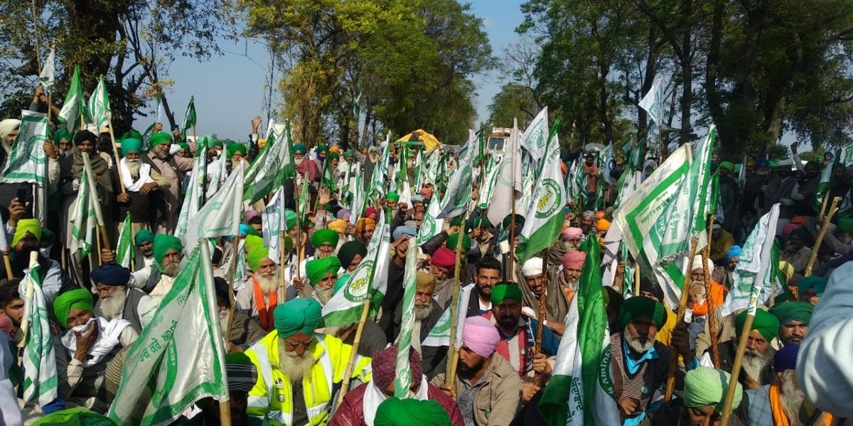 Congress, Aam Aadmi Party Workers Vie With Each Other to Help Protesting Farmers