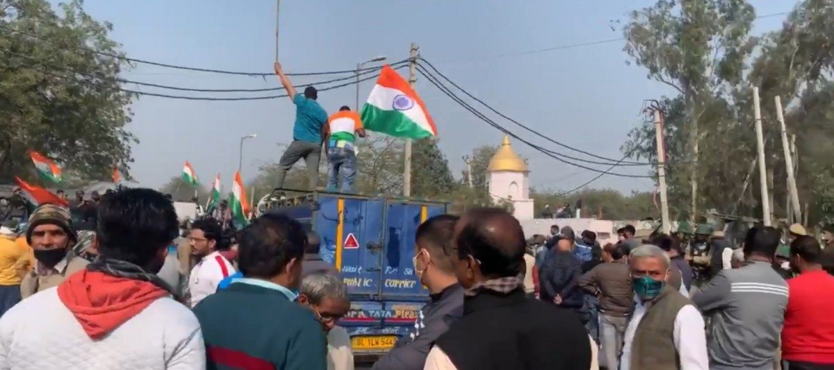 Armed Group Tries to Uproot Farmers' Tents at Singhu