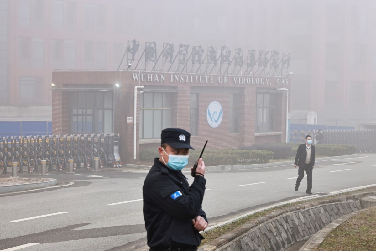 Security personnel stand outside the Wuhan Institute of Virology, February 3, 2021. Photo: Reuters/Thomas Peter