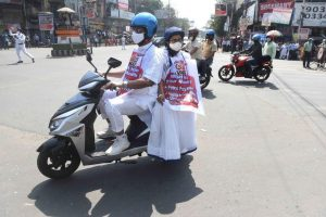 Mamata Banerjee Rides Electric Scooter to State Secretariat to Protest Fuel Price Rise