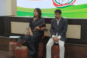 Congress Spokespersons Sit on Empty Cylinders in Protest Against LPG Price Rise