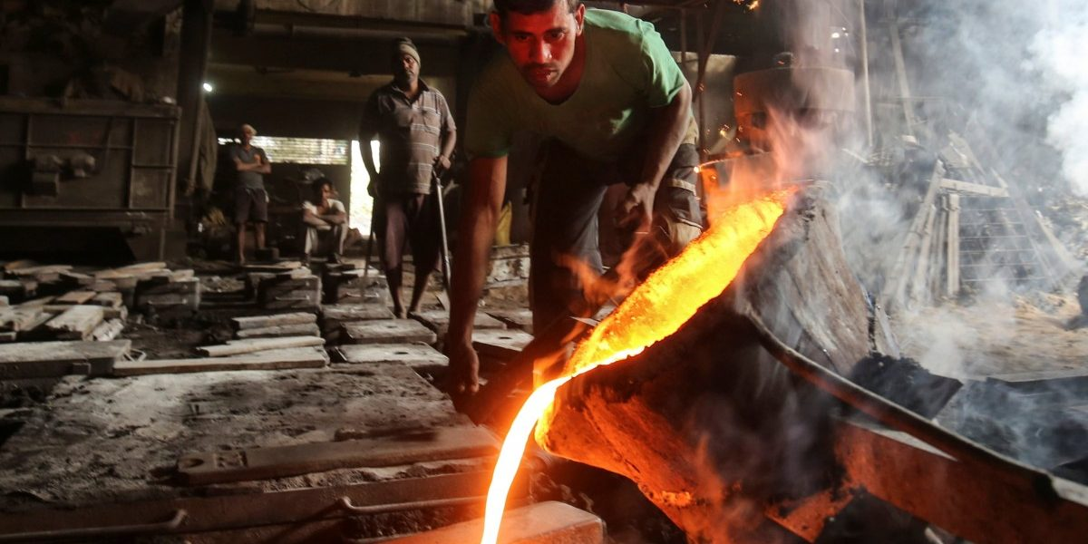 India's Factory Activity Lowest in Seven Months Due to Renewed COVID-19 Lockdowns