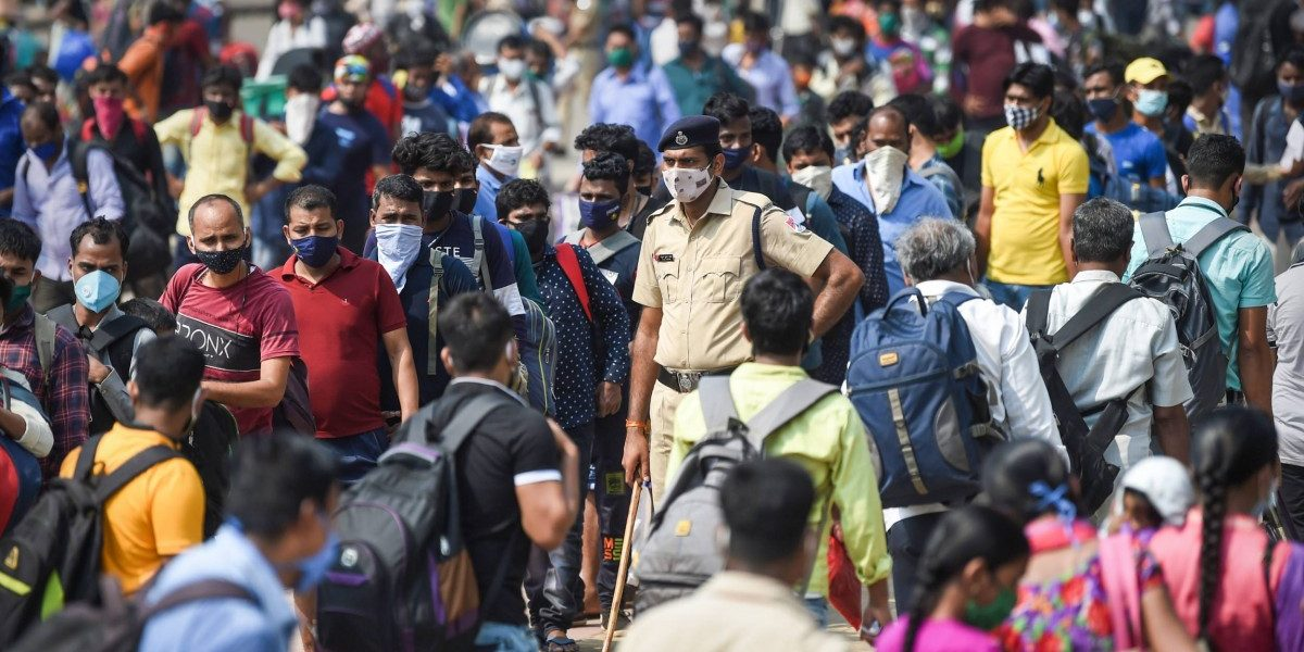 Worried By Rising COVID-19 Cases and Job Loss, Migrants Continue to Leave Mumbai