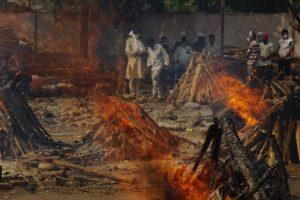 In Photos: Ghazipur Crematorium Overwhelmed as Delhi's COVID-19 Deaths Spiral