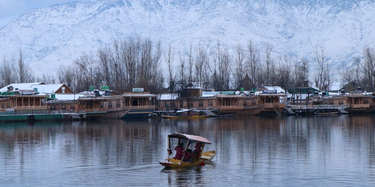 Between Pollution and Lockdowns, Kashmir's Beloved Houseboats Are Sinking into History