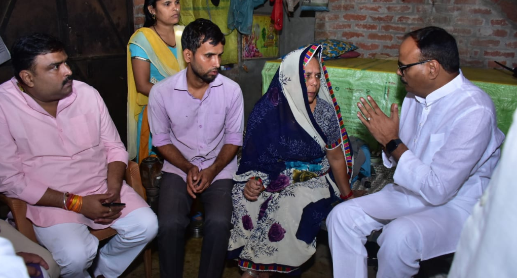 Ten Days Later, a Senior BJP Leader Meets Kin of Party Worker, Driver Killed in Lakhimpur Incident